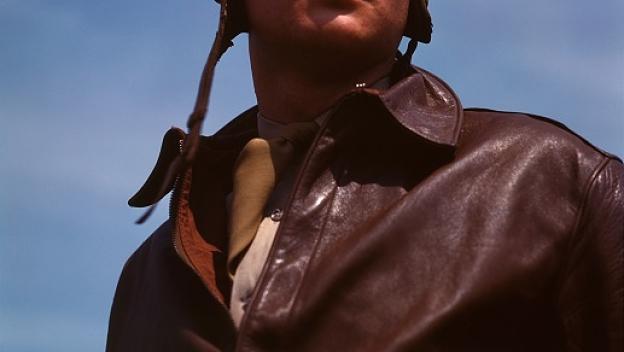Bomber_pilot,_captain_of_a_YN-17_opt
