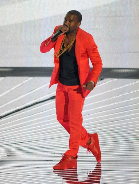Kanye_West_Louis_Vuitton_Don_Sneaker_Red_MTV_Video_Music_Awards-9.jpg