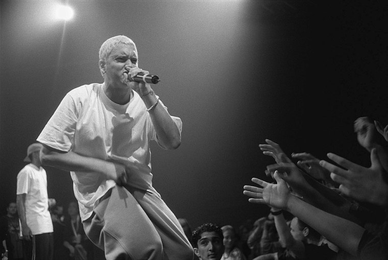 1024px-Eminem-01-mika