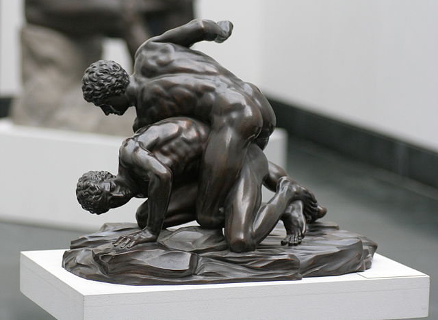 640px-Pankratiasten_in_fight_copy_of_greek_statue_3_century_bC