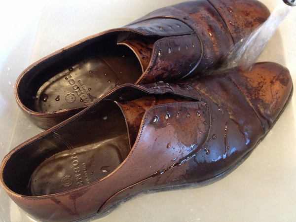 how-to-dry-wet-leather-shoes.jpg